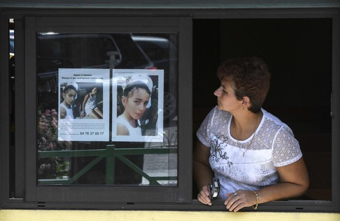 Mãe de Maëlys reconhece vestido da filha no carro do suspeito