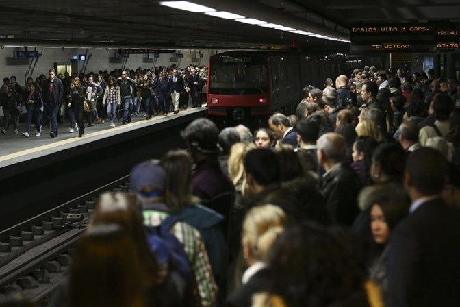 Metro de Lisboa: linhas azul e amarela vão ser reforçadas