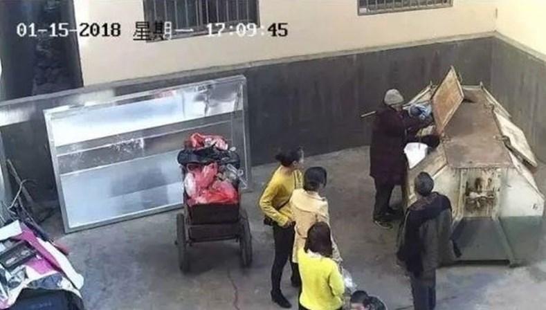 Pai abandona filha recém-nascida num contentor na China