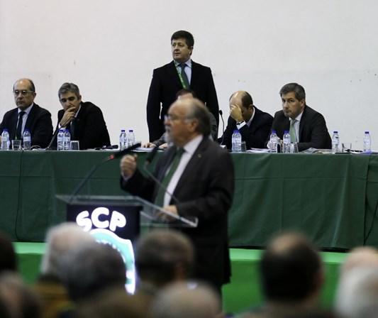 Bruno de Carvalho abandona Assembleia-Geral do Sporting e ameaça demitir-se