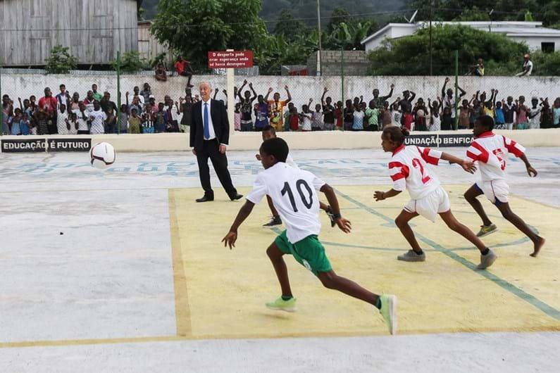 Marcelo foi árbitro mas num jogo de futebol em Neves. Veja as imagens