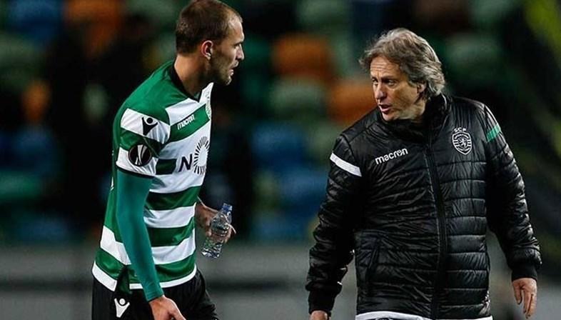 Avançado do Sporting Bas Dost renuncia à selecção holandesa
