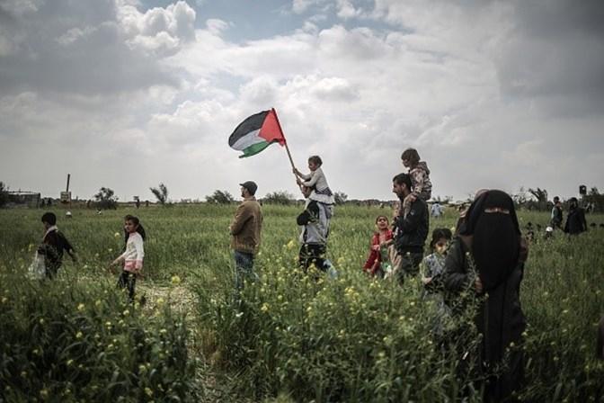 Palestino morre após bombardeio israelense antes de protesto em Gaza