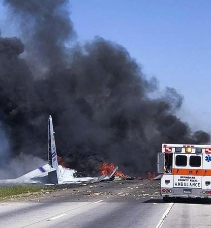 Avião militar cai nos EUA e deixa cinco mortos