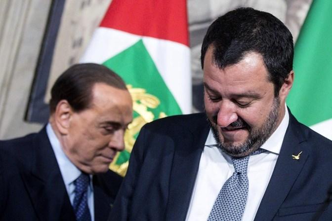 Presidente da Itália propõe formação de governo de transição