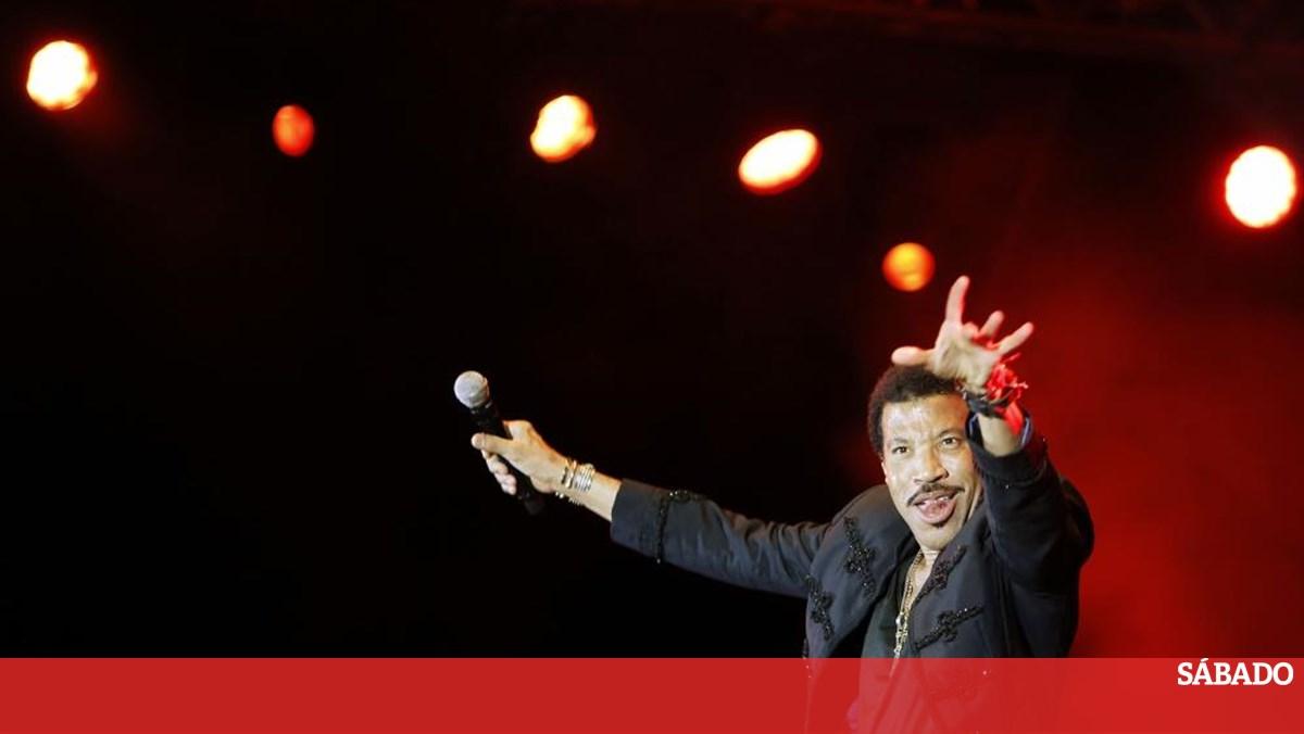 Lionel Richie atua em julho de 2020 no festival CoolJazz em Cascais - Revista Sábado
