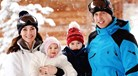 William e Kate levam príncipes à neve pela primeira vez