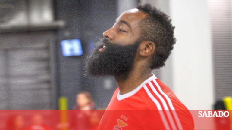 be8842d3da Benfica elogia camisola de James Harden - Outras modalidades - SÁBADO